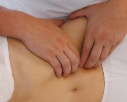 manipolazione-viscerale-495x400 Terapia Manuale